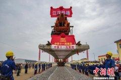 江汉平原货运铁路轨道全线铺通 今年底可望开通运营
