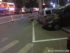 太原香龙物业公司私自在马路上圈地收停